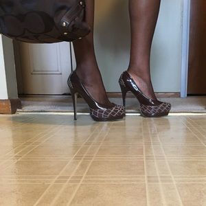 ❤️❤️ BROWN PATENT LEATHER HEELS.